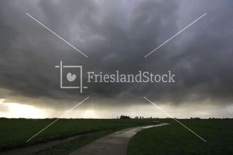 Landschap in najaarsbui - FrieslandStock