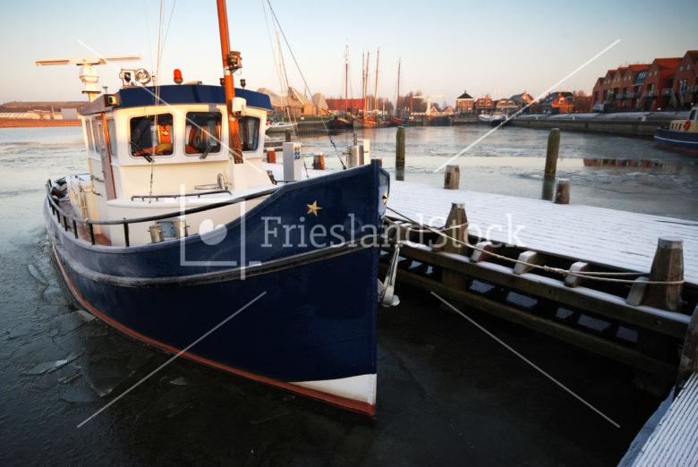 Boot in haven Stavoren - FrieslandStock