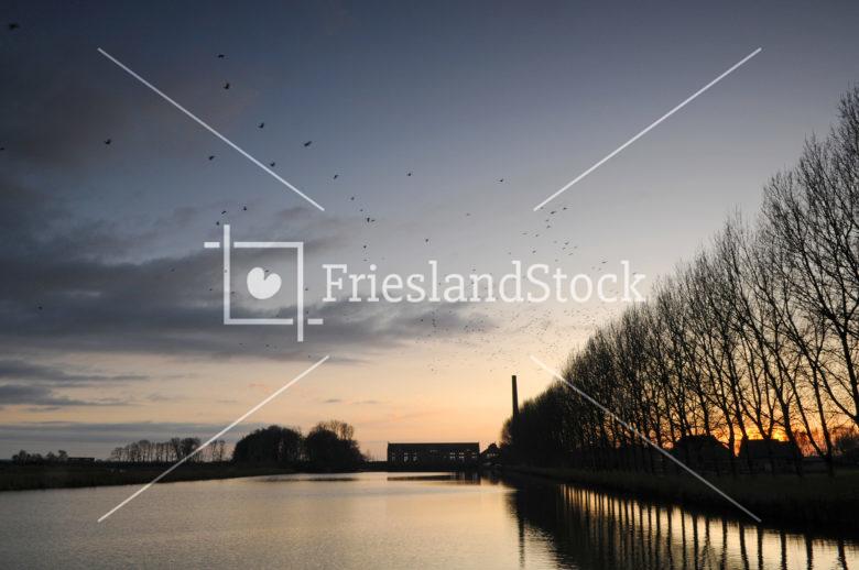 Het Woudagemaal van Lemmer in avondlicht - FrieslandStock