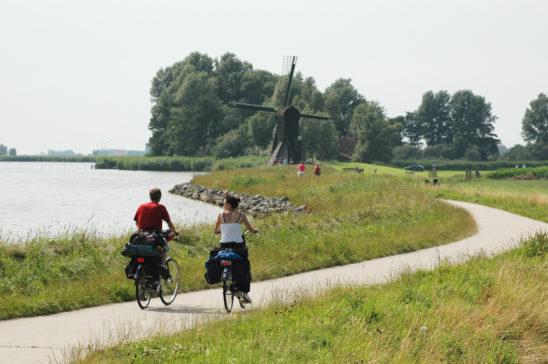 Fietsen langs Oudegaaster brekken - FrieslandStock