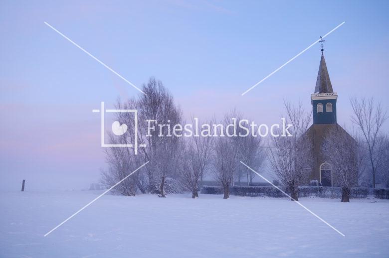 Kerkje van Hieslum in winter - FrieslandStock