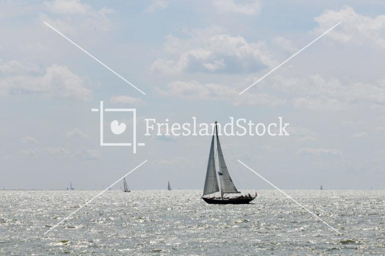 Zeilboten op IJsselmeer - FrieslandStock