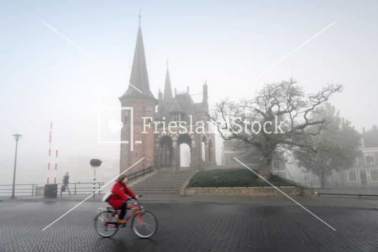 Sneeker Waterpoort in mist - FrieslandStock