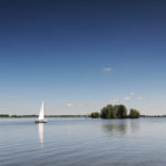 Zeilboot op Swarte Brekken bij Sneek - FrieslandStock